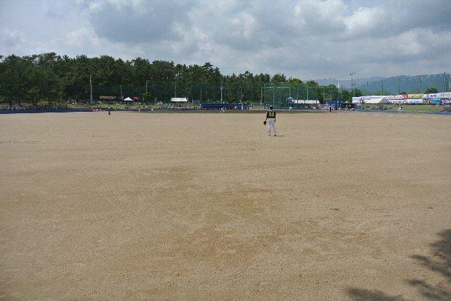 全て砂地のグラウンドは、「球場」というより「グラウンド」と言った方が近い。