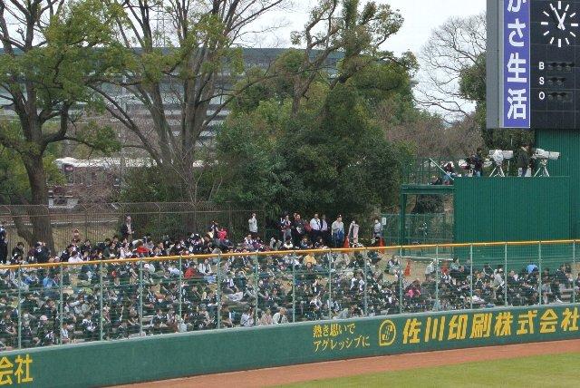 駅から近い場所にある球場って、やっぱり素敵。