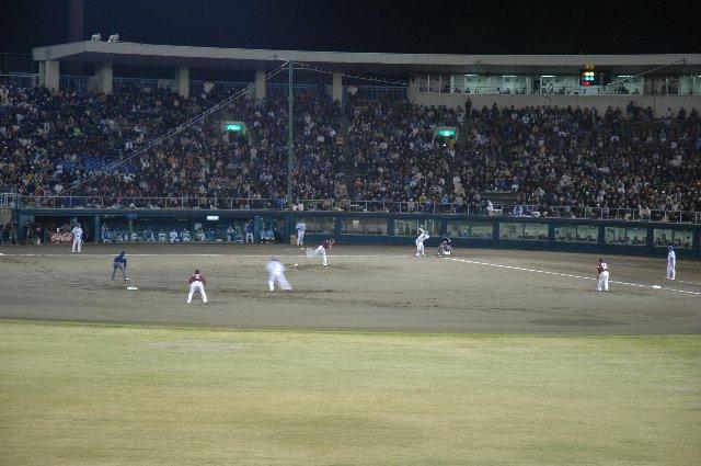 やや小さなグラウンドですが、遮るものがなく、観戦しやすい球場だと思います。