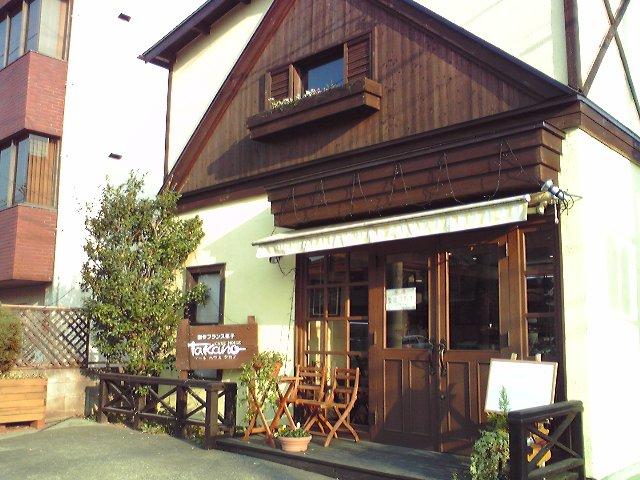 敷島公園第二駐車場入口のすぐ近くにあります。