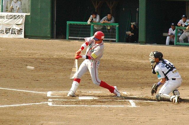 相手の4番がダメ押しの3ランを放っているだけに、二塁打一本で得点に絡めなかったのは、元プロ野球選手でコーチ兼任の選手としてどうなのよ...と思ってしまう。