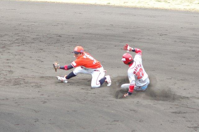 3月に初めて見た時にはただ足の速い兄ちゃんだったが、試合をこなす度に、彼は盗塁の技術を上げているように見える。