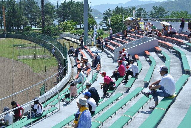 この球場では座席種別での料金設定を変える必要は無く、座席の色を塗り分けることの意味はあるのだろうか?