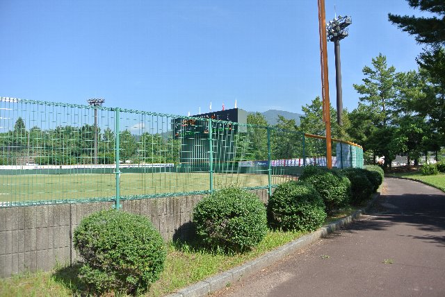 この外側に久々子湖を望む道がある。