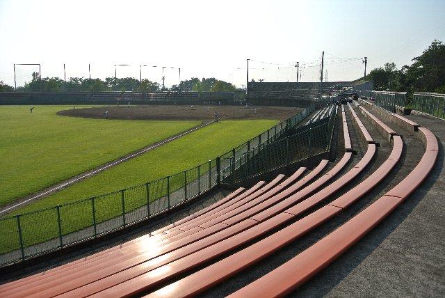 内野スタンドには個性を見つけることが難しい球場です。