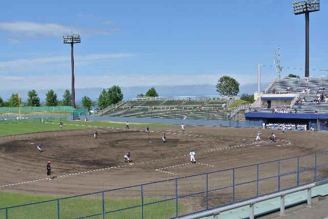 全日本大学女子野球選手権大会の観戦二日目、午前中は晴天に恵まれて海も綺麗に見えました。
