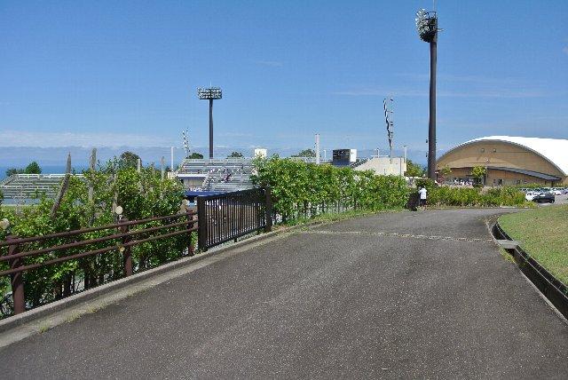 球場より高い位置を通っているので、球場風景を俯瞰することが可能。