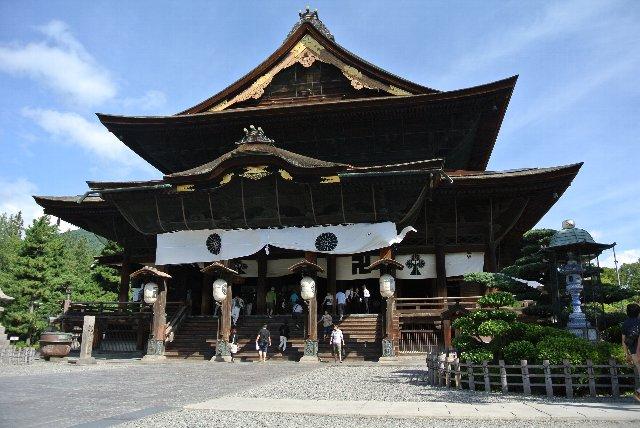 これだけ長野へ通っているのに、初めての善光寺詣で(笑)。