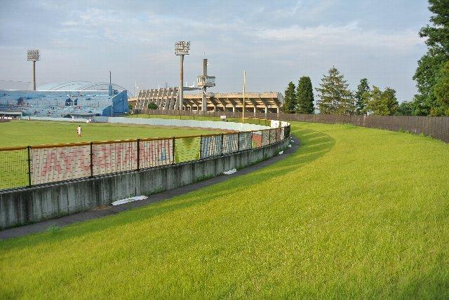 利用頻度が低いようで、ふかふかの天然芝が気持ち良かった。