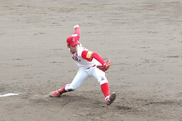 変則投法から繰り出す変幻自在の投球で相手打線を翻弄...することができなかった。