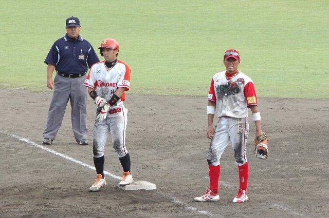 普段はDHで出場の竜太郎、今日は一塁手として先発。不甲斐ない投手陣を一塁から鼓舞し、自ら泥だらけになって球を追う姿、格好良かったで。