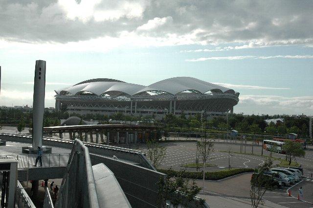 全国に誇れるサッカー場と野球場、新潟市はレベルの高い総合運動場を作ってしまったものです。