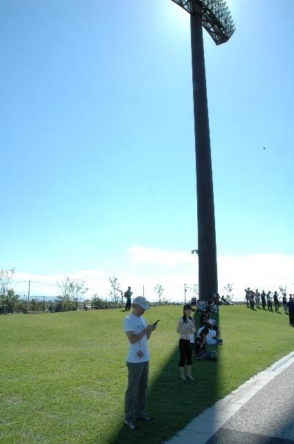試合開始までの時間、ここにレジャーシートを引いてくつろぐ人が多かったです。