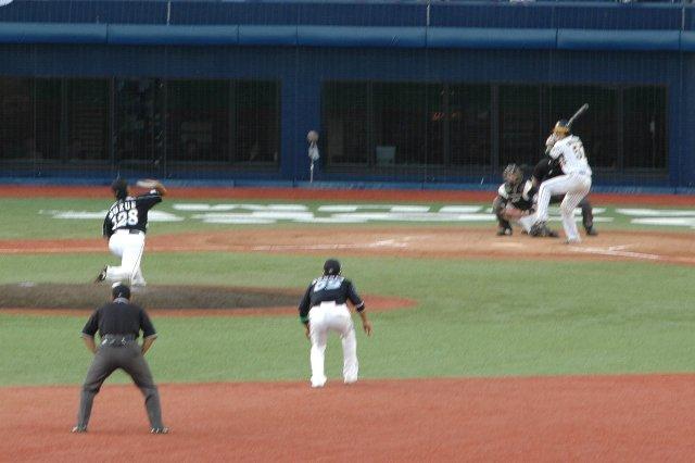 少しずつステップアップしている鈴江君、来期は制球を磨いて是非背番号を2桁に!