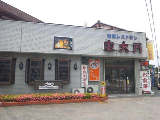 国道と併走し、市街地の中を進む県道沿いにお店はあります。