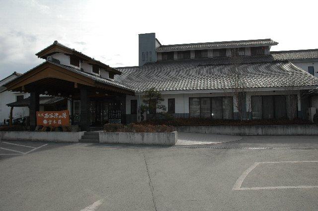 小鹿野町に入ってすぐ、国道から谷側に下りた場所にある。