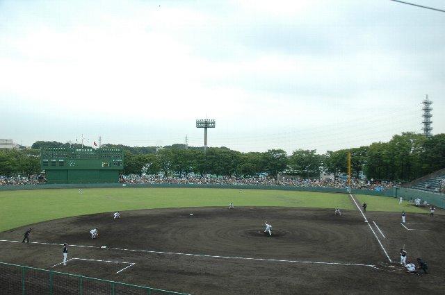 球場の回りに緑が多いのは公園内に立地しているという理由が大きいかも知れません。