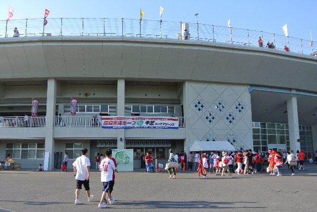 年に一度の開催とあって、スタジアム周辺はお祭りムード