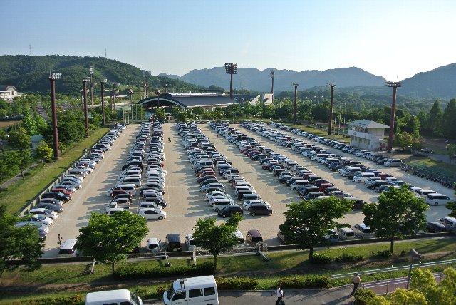 球場に近い場所にある駐車場は早々に満車となる。