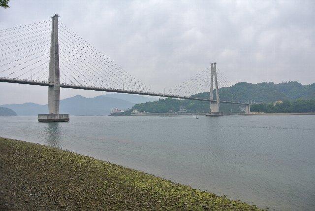 橋の上に車を停めて、瀬戸内海の静かな海を眺めるのも格別ですよ。