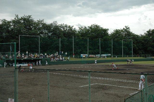フェンスが高くて、内野席からは写真の取りづらい球場でした。
