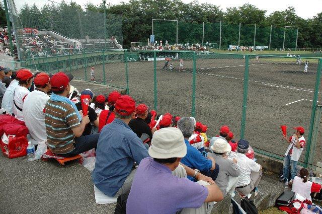 内野スタンドの椅子席が少ないので、30分前に球場入りした時にはほとんど空席がありませんでした。
