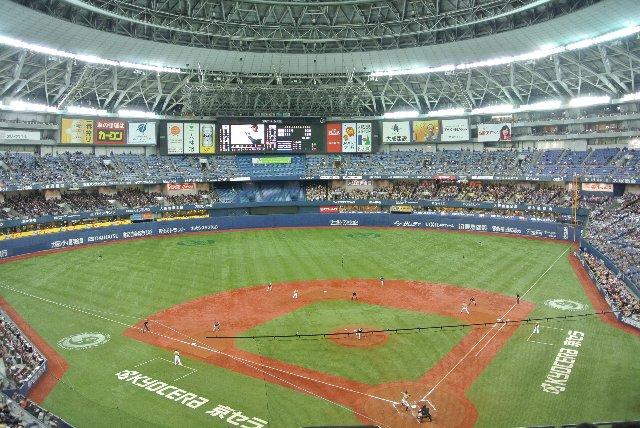 何かと死角の多いドーム球場にあって、球場全体を見渡せるのは二階席くらいである。