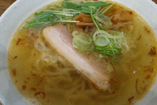 あっさり系のスープと麺との相性ばっちり、おいしいラーメンでした。