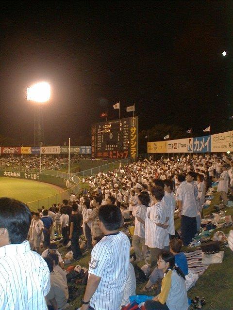 年に2試合前後、千葉ロッテ主催試合がありました。18きっぷを使って仙台へ向かう白ユニ軍団の多いこと...。