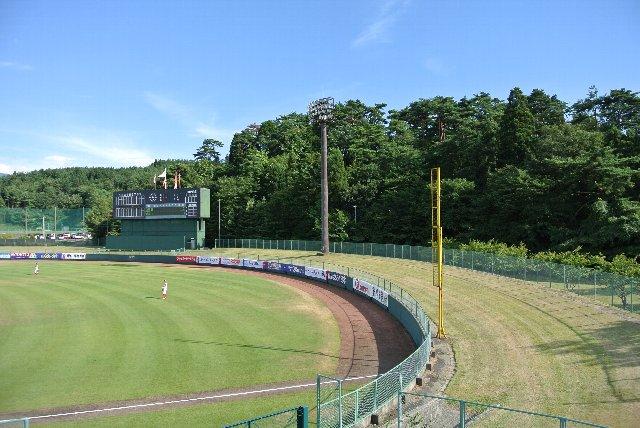 うちが観戦した試合では、外野席は開放されませんでした。