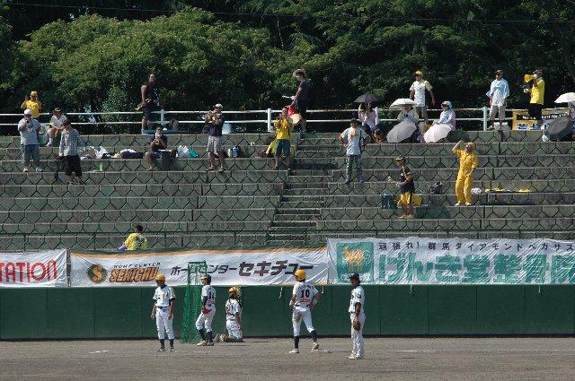 福井側スタンドには10名前後のファンのみが陣取るものの、鳴り物を駆使して非常に元気な応援を繰り広げる。