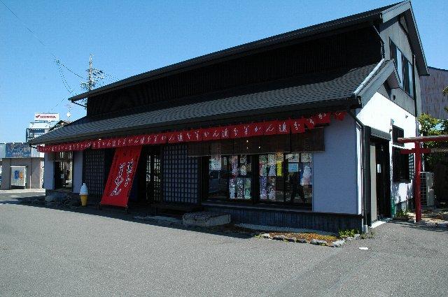清水在住の方には「角の羊羹屋」といえば通じるほど有名な老舗の羊羹屋さんです。