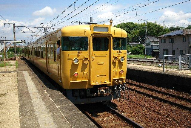 櫛ヶ浜駅、素晴らしい青空。要は暑いってことです(泣)。