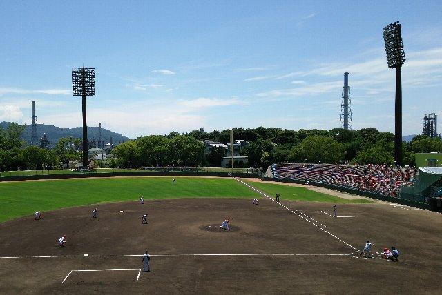 一塁側から観戦するのと、球場の背景に見える風景の雰囲気が異なる気がします。