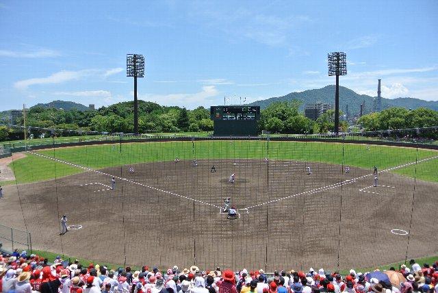 センター方向に緑が多く、美しい球場との印象を受けます。