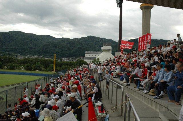 惜しくも観客数は939人と1000人を割りましたが、信濃側には熱いファンが駆けつけていました。