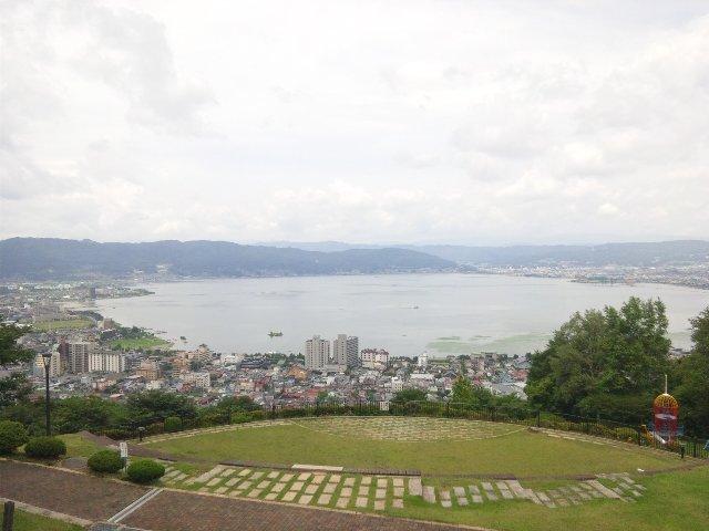 ジャンボ滑り台などもあって、諏訪湖市民憩いの場になっている。
