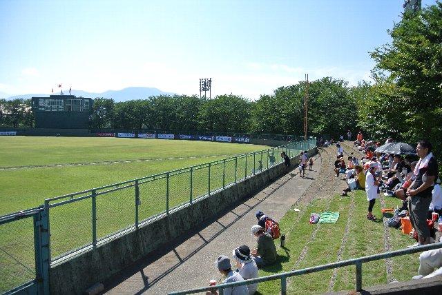 新潟側の内野席はそこそこ埋まっていたので、諦めてこのエリアで観戦する人も多かったですね。