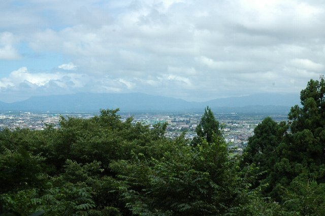 気候の良い時期であれば、山中にある遺構をゆっくりと巡りたいところ。