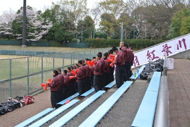 校名らしく、赤を基調にした応援席です。