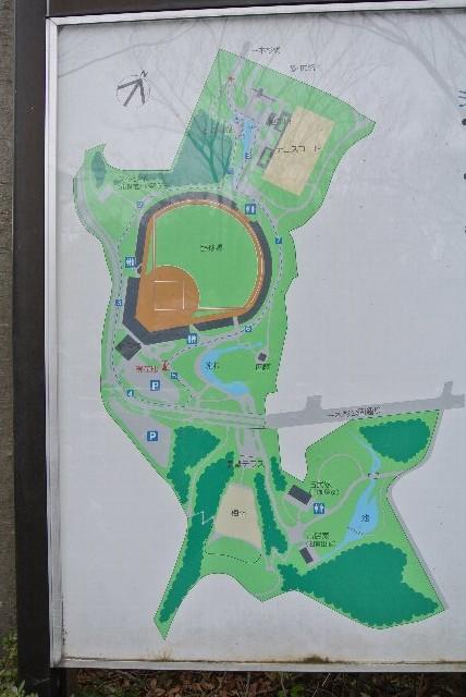 野球場のほか、運動施設ではテニスコートが作られている。