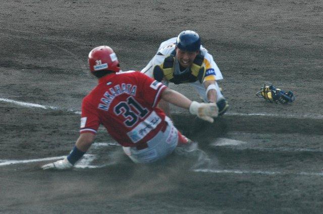 大量点に安心することなく、果敢に次の塁を狙う姿勢には感心。前の試合では不甲斐なかったからねぇ。
