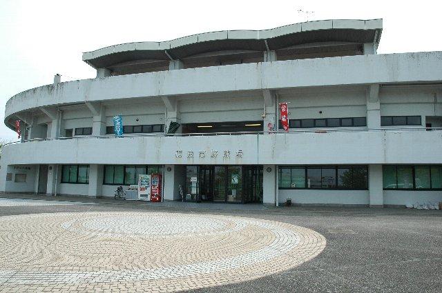 入口の球場名には「砺波市野球場」と書かれている。