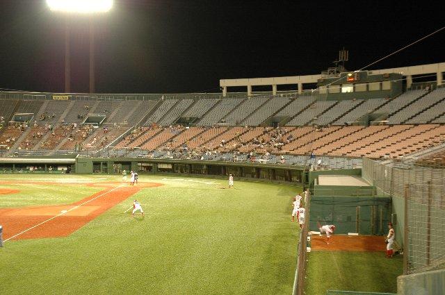 地方球場ではファンサービスの意味からもブルペンが外にあった方が良いですね。