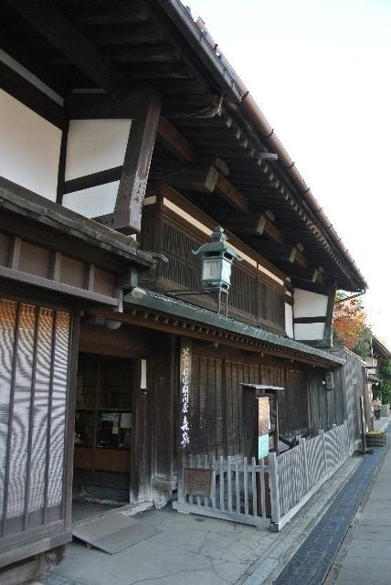 岩瀬の大町通りにある森家(国指定重要文化財)は、日本海で活躍した北前船廻船問屋。