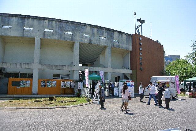 県営富山野球場とタテに記された銘板が恰好良いです。
