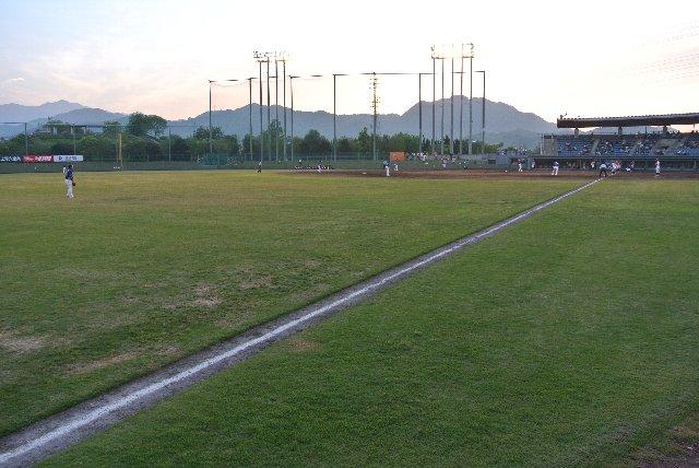 5月下旬に開催される試合でも、照明無しで観戦できる時間がかなり長い。