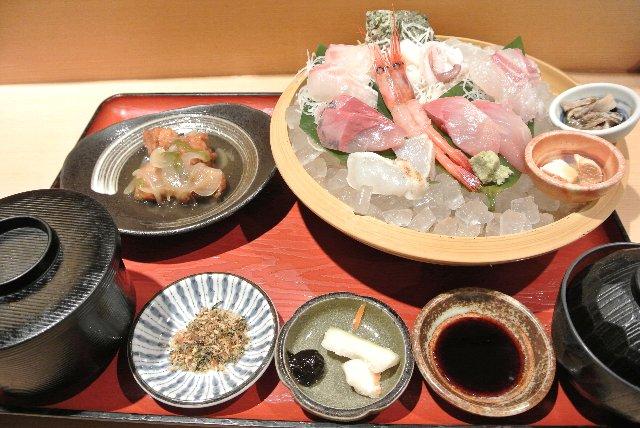 ちょっと高かったが、日本海側に出たらやはり白身の刺身を堪能したい。