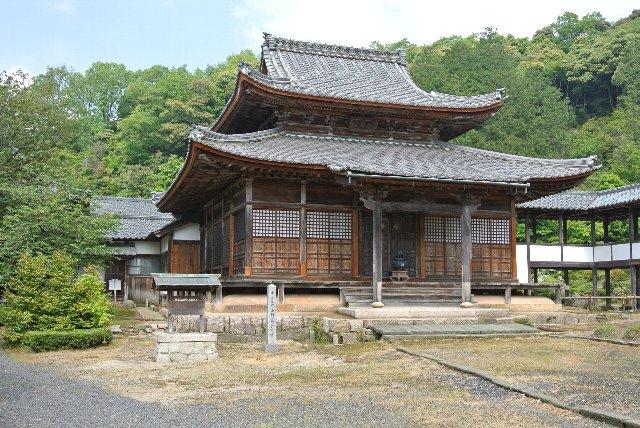 敦賀市にある浄土宗の寺院。山号は大原山。本尊は三尊仏(阿弥陀如来・観音菩薩・勢至菩薩)。名勝の書院庭園が有名。