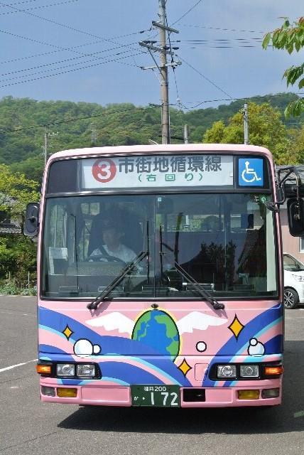 コミュニティバスは市内15系統が設定されて、多少歩く気持ちがあれば、比較的使い易いバス路線。
